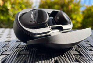 Sonys-new-wireless-earbuds-techxmedia-WF-SP800N-sport headphones