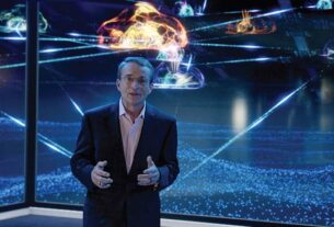 Pat-Gelsinger_VMworld-2020_Stage-VMware NVIDIA-techxmedia