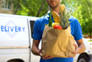 a-delivery-person-deliving-groceries- Food Crowd-techxmedia