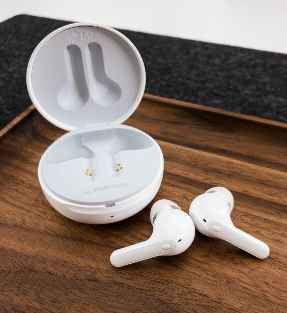 LG earbuds - techxmedia