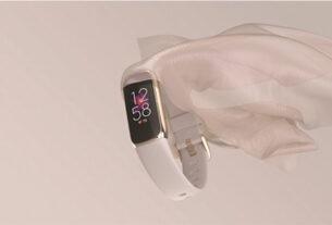 Fitbit Luxe Laydown Cloth Lunar White Center - techxmedia