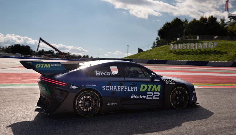 Cisco - driverless racing - techxmedia