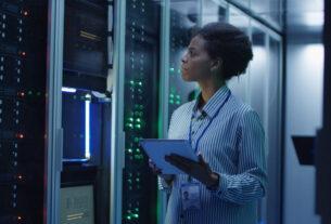 Schneider Electric - University of Birmingham Dubai - energy-efficient data center - techxmedia